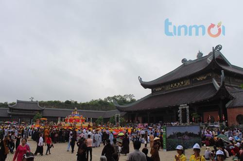 Hàng vạn người đổ về dự khai mạc Đại lễ Phật đản 2014 6
