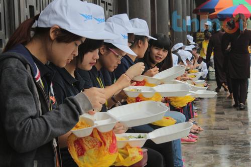 Hàng vạn người đổ về dự khai mạc Đại lễ Phật đản 2014 13