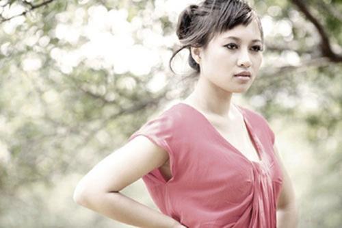Đời sống hôn nhân của Khánh Linh cũng gặp nhiều sóng gió, cô chia tay và lập gia đình đều ít người biết