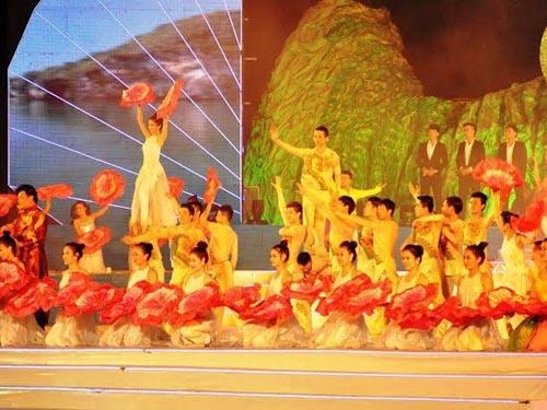 Hồ Quỳnh Hương hát nhép, đổ lỗi cho kỹ thuật viên âm thanh 6