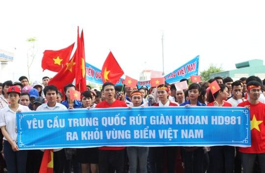 Hơn 1.000 sinh viên Thanh Hóa mít tinh phản đối TQ đặt giàn khoan trái phép 5