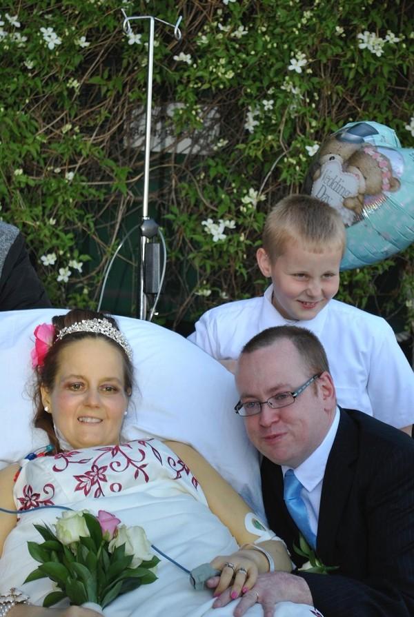 Rơi nước mắt lễ cưới trong bệnh viện của cô dâu ung thư giai đoạn cuối 5