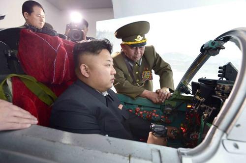 Kim Jong-un thị sát lực lượng Không quân Triều Tiên 8