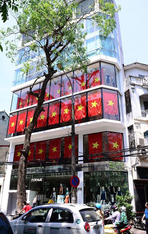 """Cờ tổ quốc """"nhuộm đỏ"""" Hà Nội, lên án Trung Quốc hành động trái phép  11"""