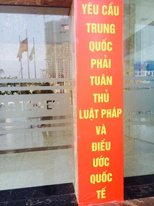 """Cờ tổ quốc """"nhuộm đỏ"""" Hà Nội, lên án Trung Quốc hành động trái phép  13"""