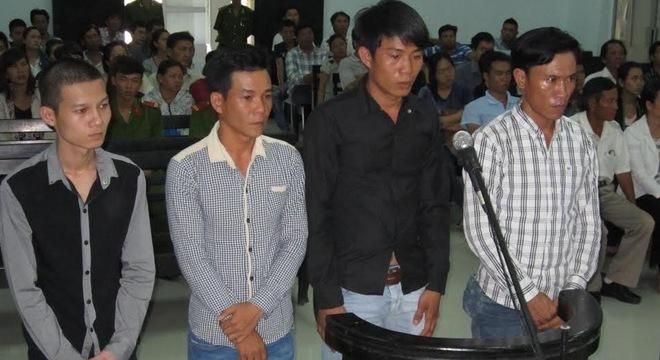 Thanh niên đi tù, mẹ già quỳ lạy xin gia đình bị hại tha thứ 5