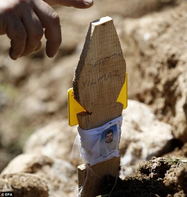 Đám tang tập thể đẫm nước mắt của gần 300 thợ mỏ Thổ Nhĩ Kỳ 18