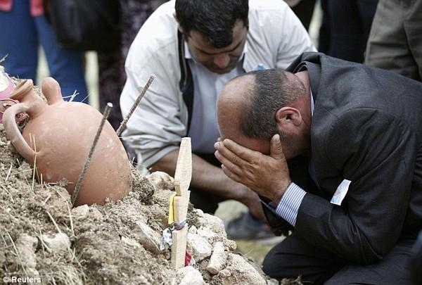 Đám tang tập thể đẫm nước mắt của gần 300 thợ mỏ Thổ Nhĩ Kỳ 15