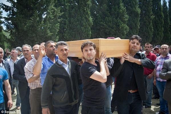 Đám tang tập thể đẫm nước mắt của gần 300 thợ mỏ Thổ Nhĩ Kỳ 9