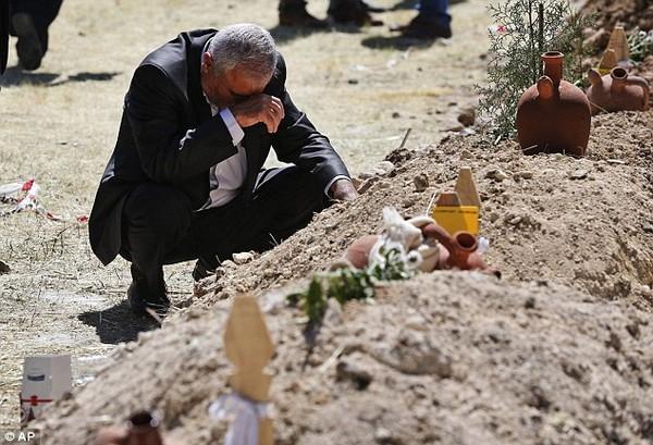 Đám tang tập thể đẫm nước mắt của gần 300 thợ mỏ Thổ Nhĩ Kỳ 14