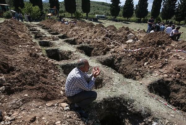 Đám tang tập thể đẫm nước mắt của gần 300 thợ mỏ Thổ Nhĩ Kỳ 16