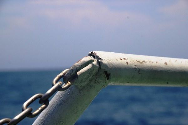 Cận cảnh tàu CSB Việt Nam bị tàu Trung Quốc đâm 10