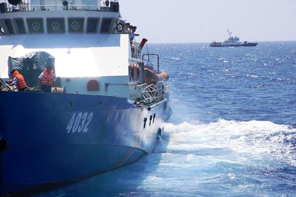 Cận cảnh tàu CSB Việt Nam bị tàu Trung Quốc đâm 12