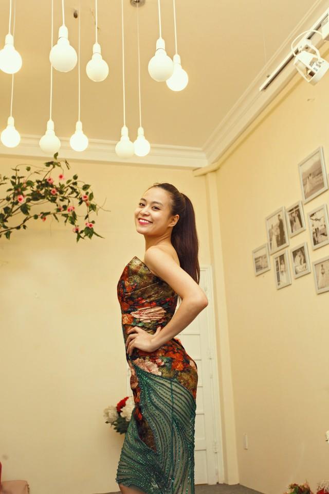 Hoàng Thùy Linh đầu tư hơn 4000 USD cho trang phục diễn 9