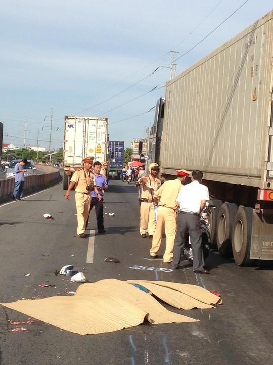 Xe container cán qua người, 2 nữ công nhân Bình Dương thiệt mạng 4