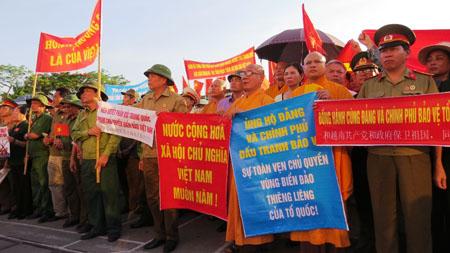 Một tuần đầy sắc đỏ: Người dân Việt Nam khắp nơi hướng về biển đảo Tổ quốc 3