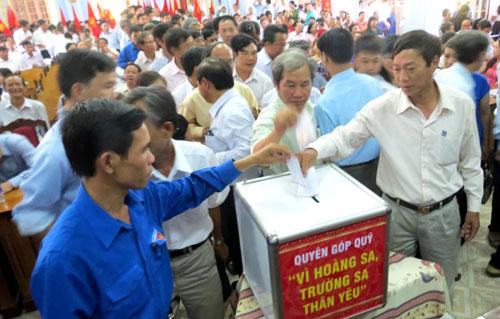 Hơn 600 giáo viên, học sinh mít tinh phản đối Trung Quốc 4