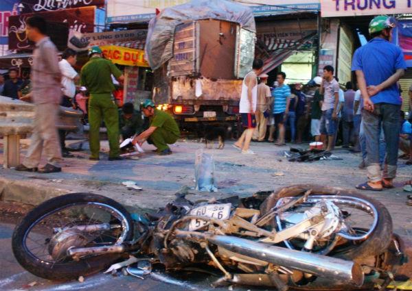 Xe tải gây tai nạn liên hoàn, 1 người chết, 3 người bị thương 4