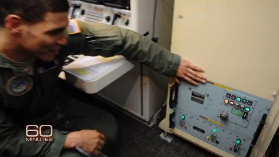 """Mỹ vận hành bom hạt nhân bằng ... máy tính """"siêu cổ"""" 6"""