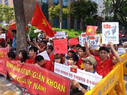 Cập nhật tình hình biển Đông: Tàu Trung Quốc dùng vòi rồng, chủ động đâm tàu CSB Việt Nam 8