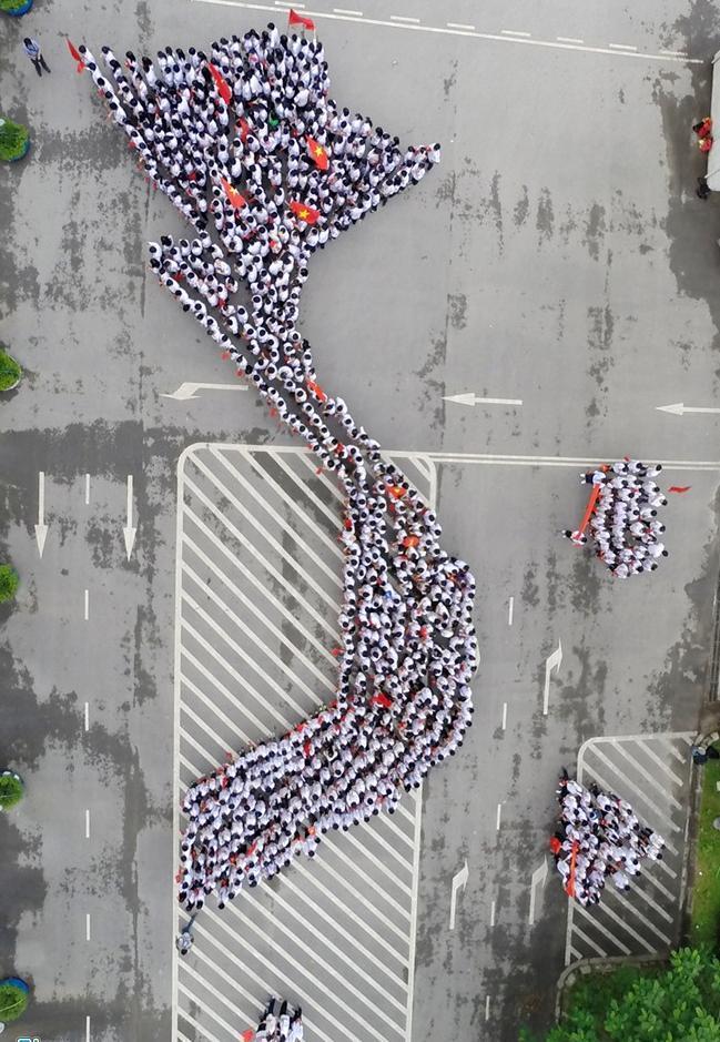 Học sinh trường Ams xếp hình bản đồ Việt Nam 5