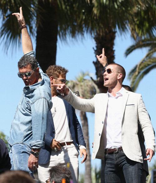 17 siêu sao hành động cưỡi xe tăng lên thảm đỏ Cannes  8