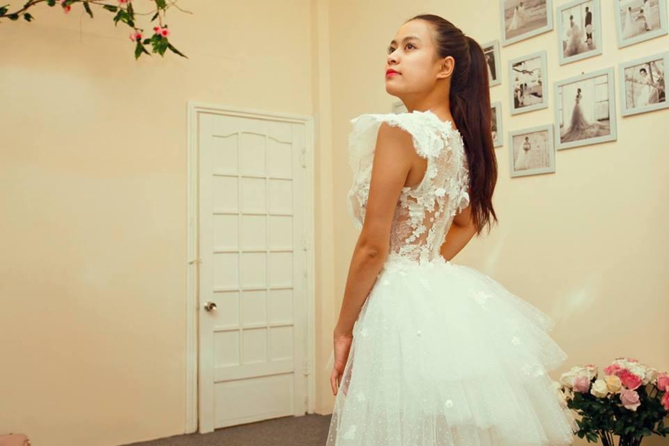 Hoàng Thùy Linh quyến rũ với váy ren xuyên thấu 6