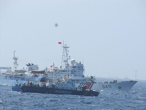 Cập nhật tình hình biển Đông: Tàu Trung Quốc dùng vòi rồng, chủ động đâm tàu CSB Việt Nam 5