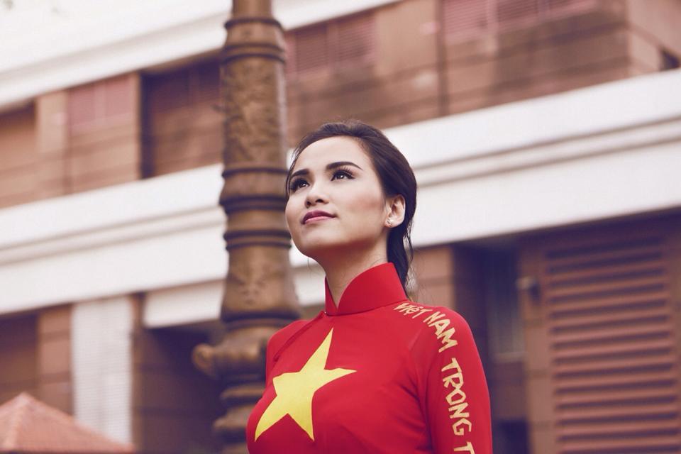 Hoa hậu Diễm Hương tạo ấn tượng đẹp với áo dài màu cờ Việt Nam 12
