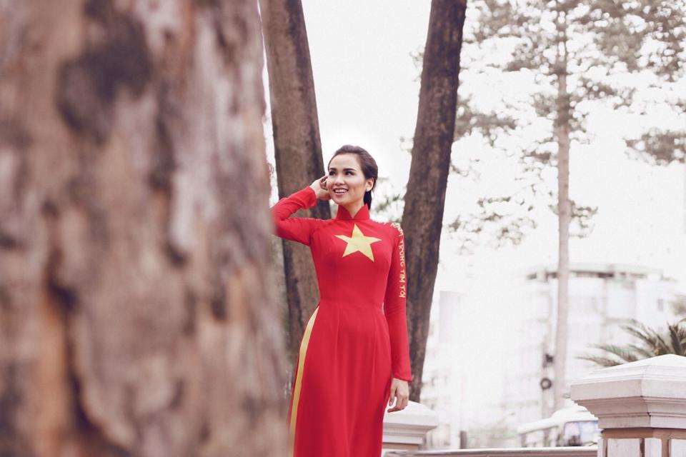 Hoa hậu Diễm Hương tạo ấn tượng đẹp với áo dài màu cờ Việt Nam 8