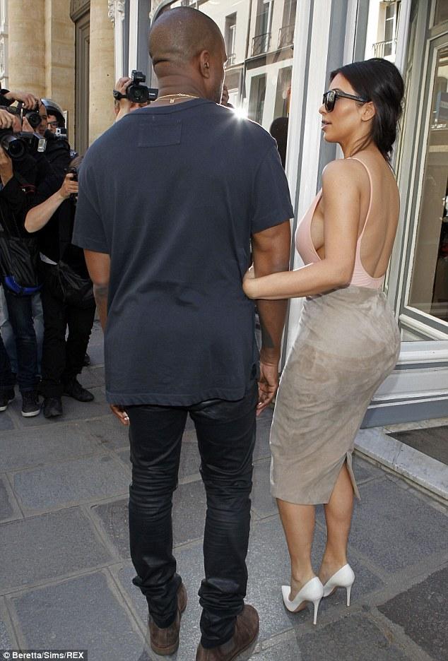 Kim Kardashian tiếp tục gây náo loạn  13