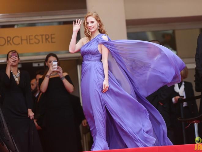 Mỹ nhân bị tốc váy trên thảm đỏ Cannes 2014 8