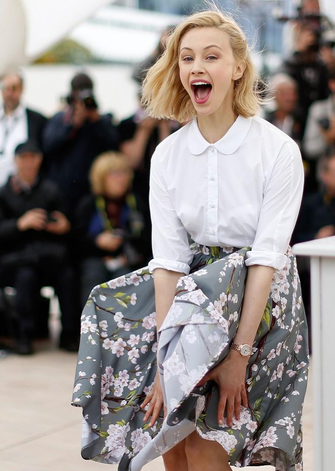 Mỹ nhân bị tốc váy trên thảm đỏ Cannes 2014 13