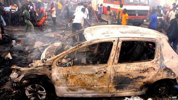 Tang thương hiện trường vụ nổ bom kép khiến 118 người chết ở Nigeria 7