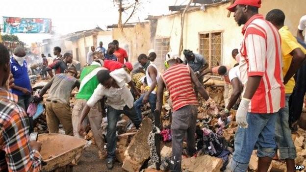 Tang thương hiện trường vụ nổ bom kép khiến 118 người chết ở Nigeria 8