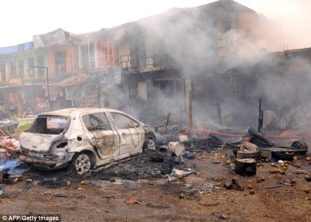 Tang thương hiện trường vụ nổ bom kép khiến 118 người chết ở Nigeria 9