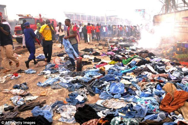 Tang thương hiện trường vụ nổ bom kép khiến 118 người chết ở Nigeria 11
