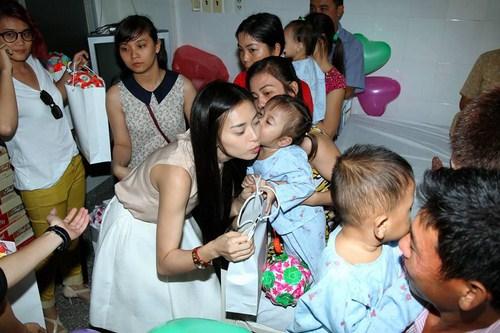 Ngô Thanh Vân cứu hơn 300 em nhỏ thoát khỏi tử thần 7