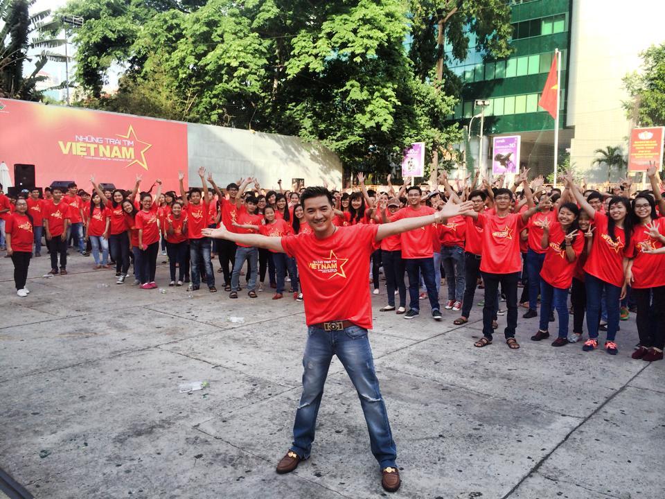 Sao Việt cháy rực trong sắc cờ đỏ sao vàng hướng về biển Đông 7