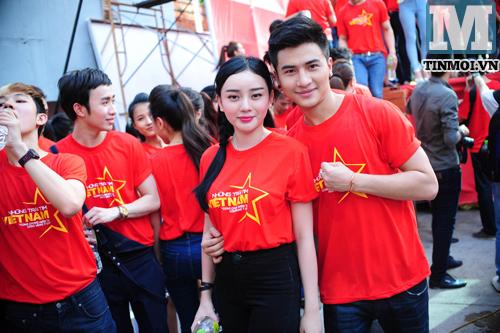 Hot boy hot girl Việt hào hứng làm MV về biển Đông 11