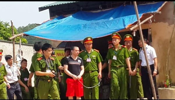 Clip: Hàng trăm người xem dựng lại hiện trường vụ án Nguyễn Thanh Chấn 5