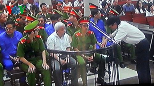 Ông Nguyễn Bá Thanh có mặt quan sát phiên xử 'bầu' Kiên 8