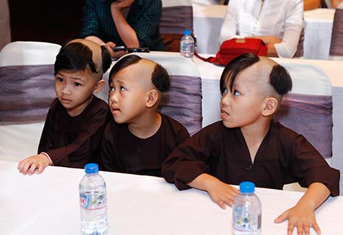 Phi Nhung cùng con nuôi đi quyên góp cho quỹ Biển Đông 12