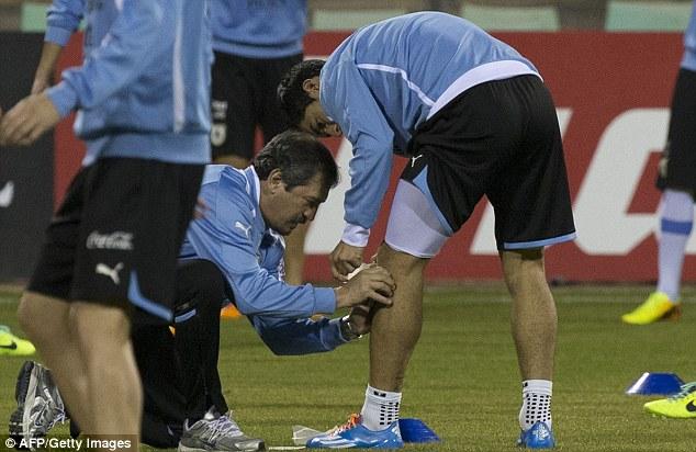 Sốc: Luis Suarez có thể lỡ World Cup vì chấn thương nặng 5