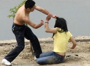 Cầm gậy đánh vợ cũ bất tỉnh vì nghe tin sắp… lấy chồng 4