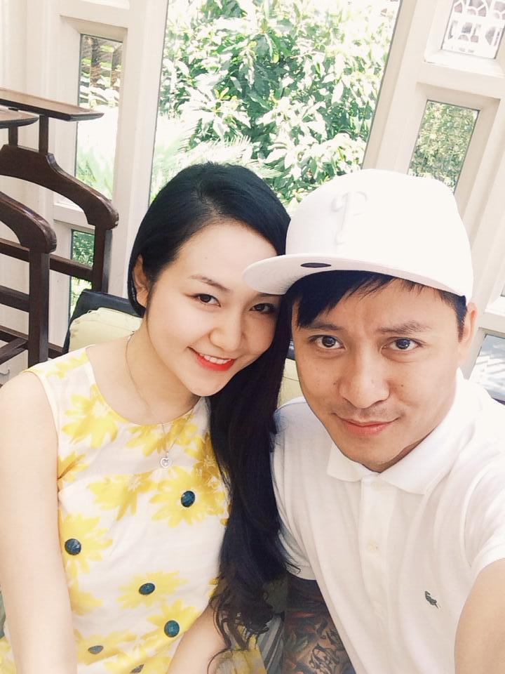 Tuấn Hưng nắm chặt tay Hương Baby trong ngày sinh nhật 6