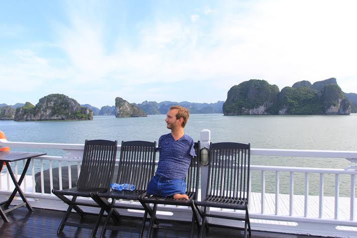 Ảnh: Nick Vujicic tham quan vịnh Hạ Long 7