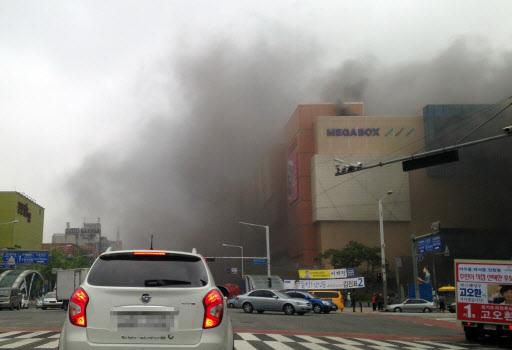 Hàn Quốc: Cháy nhà chờ xe bus, 34 người thương vong 6