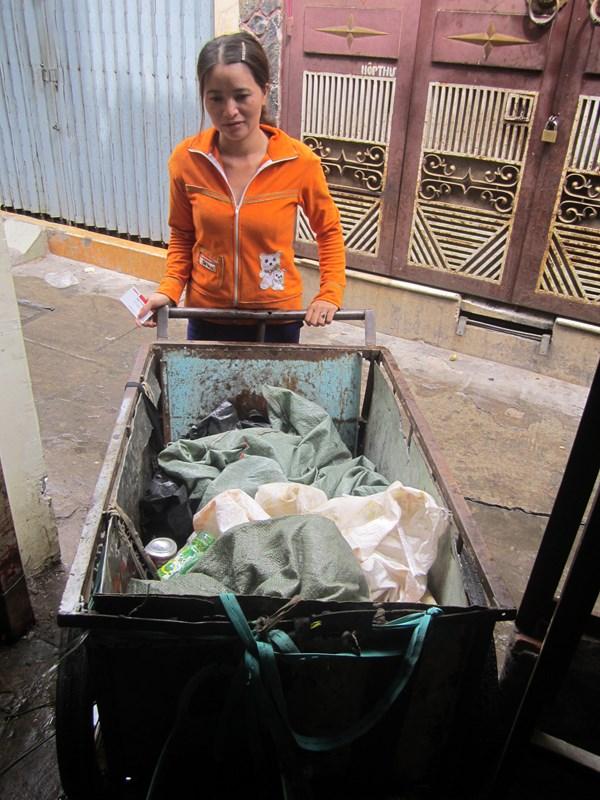 Nhặt được 5 triệu Yên Nhật: Chồng về quê chăn bò, vợ ở phố buôn ve chai 6