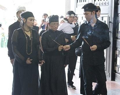 Thanh Lam nức nở, khóc cạn nước mắt trong lễ tang cha  7